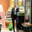 Rosie Huntington Whiteley – Shopping in Los Angeles - 454 x 497