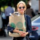 Naomi Watts – Shopping at Whole Foods in New York - 454 x 659