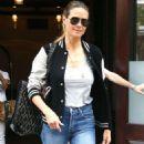 Heidi Klum – Leaving her Hotel in New York - 454 x 602