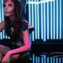 Victoria Beckham Elle UK March 2013 - 454 x 294