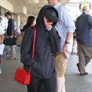 Maisie Williams at LAX Airport in LA July 12, 2017 - 454 x 702