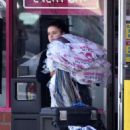 Ariel Winter in Short Shorts – Leaves a Dry Cleaners in Studio City