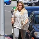 Hilary Duff at the Doctor's office - 404 x 600