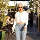 Amber Rose and Kat Von D have lunch at Urth Caffe in West Hollywood, California - February 10, 2014 - 454 x 696