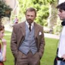 Dakota Blue Richards (left) and Daniel Craig (center) discuss a scene with Director Chris Weitz (right) on the set of New Line Cinema's release of Chris Weitz's THE GOLDEN COMPASS™. Photo Credit: Laurie Sparham/New Line Cinema