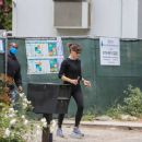 Jennifer Garner – In black leggings in Brentwood