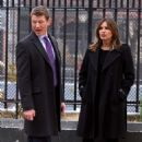 Mariska Hargitay – Filming 'Law and Order: SVU' set in NYC - 454 x 714