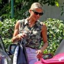 Michelle Hunziker – Spotted at her pink porsche in Milan - 454 x 576