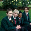 The Ace Gang in the scene of Angus, Thongs and Perfect Snogging. - 454 x 302