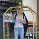 Jenna Elfman Leaves Her Hotel In Hawaii