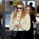 Elizabeth Olsen – Arrives at LAX Airport in Los Angeles December 2, 2017