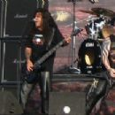 Hanneman performing live with Slayer at the Fields of Rock (2007) - 454 x 217