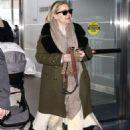 Kate Hudson – Arrives at JFK Airport in NY - 454 x 681