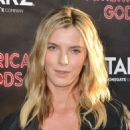 Betty Gilpin – 'American Gods' Premiere in Los Angeles - 454 x 681
