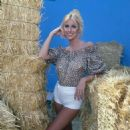 Suzanne Somers - 454 x 472