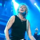 Def Leppard live at Ak-Chin Pavillion on September 23, 2015 in Phoenix, AZ - 380 x 510