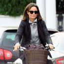 Pippa Middleton on a bike ride in London - 454 x 545