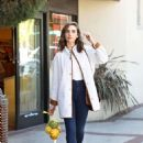 Alison Brie – Shopping at a Market in Los Angeles - 454 x 628
