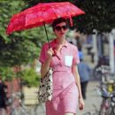 Anne Hathaway: walking down the New York City streets