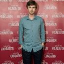 Freddie Highmore - SAG-AFTRA Foundation event - 374 x 599