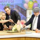 Kristen Bell – 'The Chew' guest appearance in New York - 454 x 332