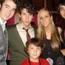 Joe Jonas - 454 x 340