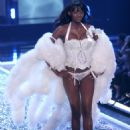 Oluchi Onweagba - Victoria's Secret Fashion Show, November 16 2006 - 454 x 652