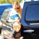Kate Hudson - Picks Up Her Son From School In Los Angeles, 2010-09-03