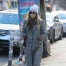 Jessica Biel – Shopping in Manhattan - 454 x 681