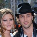Holly Valance and Alex O'loughlin - 360 x 240