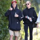 Hailey and Justin Bieber – Hiking with friends in Los Angeles