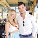 Billie Catherine Lourd and Taylor Lautner - 396 x 594