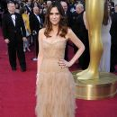 Kristen Wiig At The 84th Annual Academy Awards - Arrivals (2012) - 390 x 594