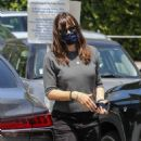 Jennifer Garner – Leaves Brentwood Country Mart
