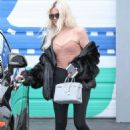 Khloe Kardashian – Leaving a studio after filming in Calabasas