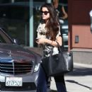 Selena Gomez leaves a friend's house on January 22, 2013 in Studio City, California - 423 x 594