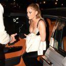 Jennifer Lopez – Arrives at Casa Tua Restaurant in Miami - 454 x 672