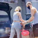 Miley Cyrus – Leaves CVS pharmacy in Calabasas - 454 x 681