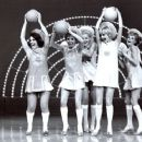 Goldie Hawn, Pamela Austin, Judy Carne - 454 x 361