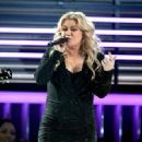 Kelly Clarkson At The 2019 Billboard Music Awards - 454 x 331