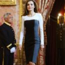 King Felipe and Letizia host a lunch for literature world members - 400 x 600