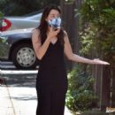 Aubrey Plaza – Chatting on the phone in Los Angeles, California