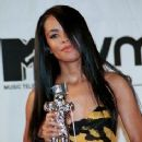Aaliyah - 2000 MTV Video Music Awards - 236 x 331