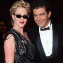 Melanie Griffith and Antonio Banderas At The 70th Annual Academy Awards (1998) - 454 x 618