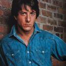 Dustin Hoffman - Screen Magazine Pictorial [Japan] (April 1976) - 454 x 713