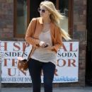 Mischa Barton - Leaving The Oak Fire Pizzeria And Pub In West Hollywood, CA, , 2010-06-12
