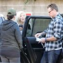 Tori Spelling and Dean McDermott stop by Gelson's Market for some coffee and some fruit in Encino, California on December 29, 2014 - 454 x 360