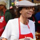 Minnie Driver – Los Angeles Mission Hosts Thanksgiving Event For The Homeless - 454 x 542