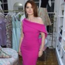 Debra Messing – Christian Siriano New Store Launch in NYC - 454 x 683
