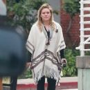 Hilary Duff running errands Out in Los Angeles October 17, 2016 - 454 x 618